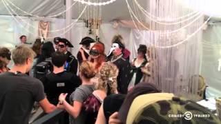 Channing Tatum Filming Labyrinth Scene (Idiotsitter 1x04)
