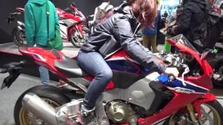 HONDA CBR1000RR SP に末飛登さんと元茂木エンジェル? 新型2017SPモデルのディテールにズームイン Tokyo Motorcycle Show 2017