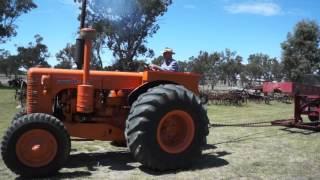 1960 Super 70 Chamberlain tractor pulling 5 tonnes