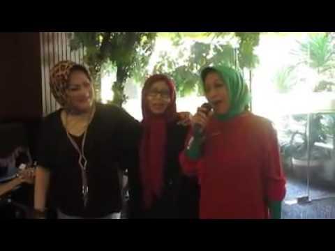 Xxx Mp4 TERAJANA Dangndutan Bersama Ibu2 Alumni SMAN 3 Malang 72 Mira Soesman Asye Arifin Dan Tetty Halal 3gp Sex