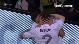 Quand Debuchy offre un baiser à Giroud