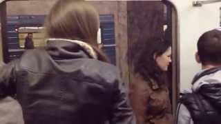 Избиение девушек в метро.