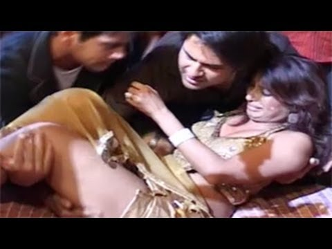 Kashmira Shah s NASTY FALL while dancing