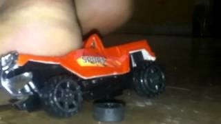 2dr hummer crush toy