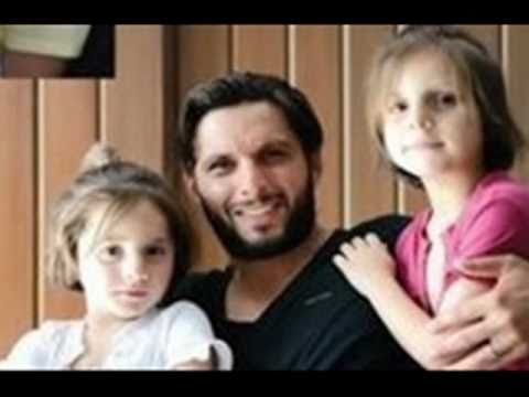 Shahid Afridi s Family with Wife & Daughters Meri Duniya Tu Hi Re