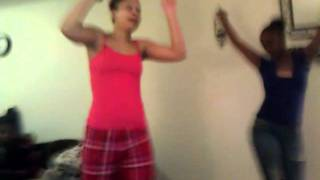 me & my cusin toya dancing 2 da game just dance 3 lol
