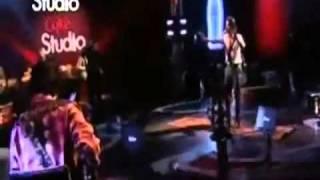 عاطف اسلام المغني الباكستاني مع أغنيته جال باري