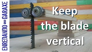 Make a guide to keep the jigsaw table blade vertical