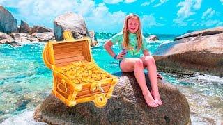 PIRATE Treasure Hunt Assistant Searches for Pirate Treasure Funny Adventure Video