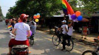 Vietnam: vélos et ballons pour la première gay pride