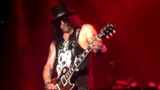 SLASH SLAYING COACHELLA 2016 - GUNS N ROSES - NOT IN THIS LIFETIME - WEEKEND ONE - VANESSA RUMREICH