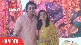 Ranbir Kapoor And Alia Bhatt At Durga Pooja 2017 | Ranbir Kapoor And Alia Bhatt Attends Durga Puja