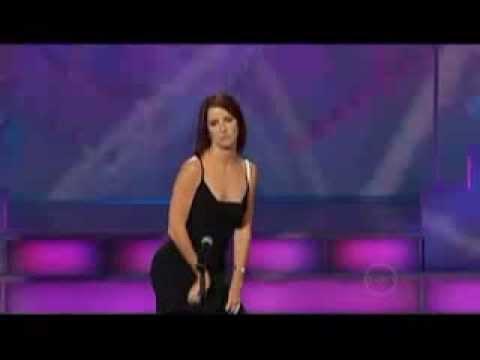 Si presenta al got talent show inizia la sua esibizione e il pubblico va in delirio ecco perchè.