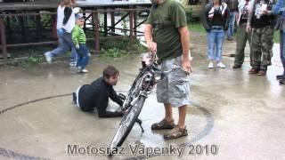 Motosraz Vápenky 2010 kaskadér totalka
