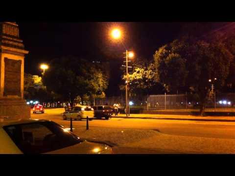 policiais encapuzados rendem civis no Rio de Janeiro na noite de 17 6