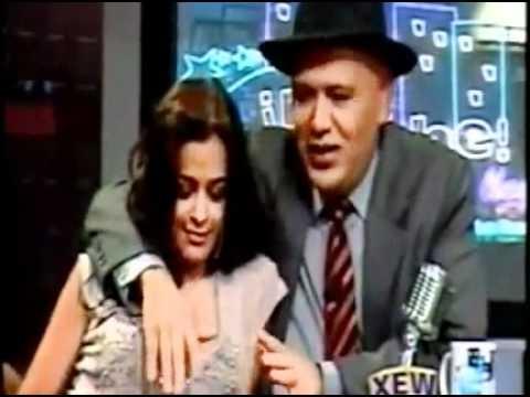Larissa Riquelme beija e excita apresentador de televisão