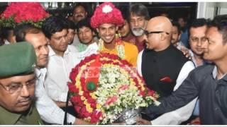 IPL কাপিয়ে দেশে ফিরলেন মুস্তাফিজুর রহমান, মুস্তাফিজের প্রশংসাই যা বলল বিশ্ব তারকারা