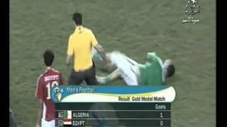 اعتداء أحمد عيد عبد الملك لاعب مصر على لاعب جزائري