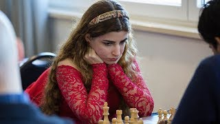 Iranian Female Chess Grandmaster Will Move to USA