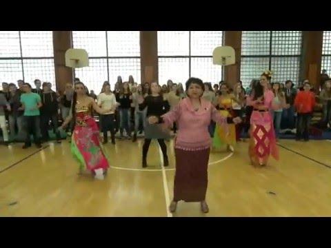 Flashmob Gemu Fa Mire by Students of Szechenyi István Gimnázium