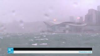 إعصار يضرب هونغ كونغ