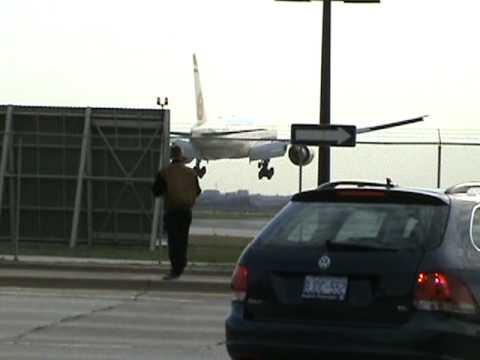 Etihad Airways 777 300ER Landing Runway 23