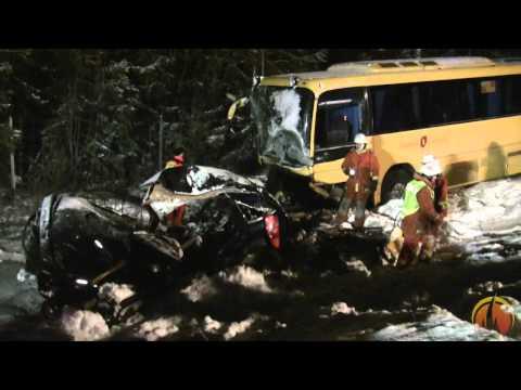 Trafikolycka mellan buss och personbil på Lv288 vid Börstil