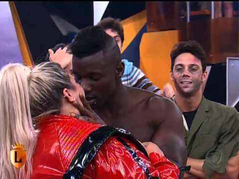 blade dar beijo romantico em thais carla programa legendarios 12 10 2013