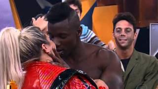 blade dar beijo romantico em thais carla-programa legendarios 12/10/2013