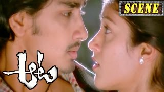 Siddharth And Ileana Romantic Love Scene Saves From Goons - Aata Movie Scenes