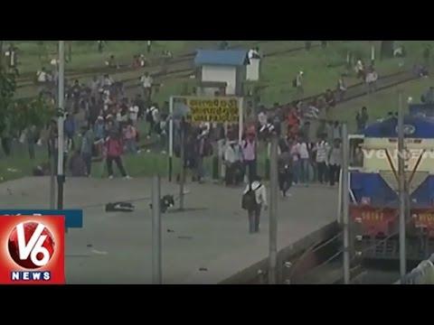 College Students Vandalise Train in New Jalpaiguri Railway Junction | West Bengal | V6 News