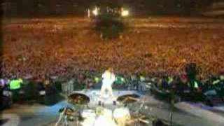 Guns N Roses & Queen - We Will Rock You Live
