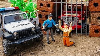 Police Car Jeep Pretend to Play Chasing Criminals with Bruder Toys | Cars and Toys