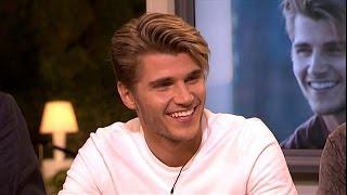 Topmodel Twan Kuyper tekent contract - RTL LIVE