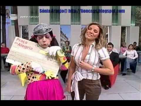 Sónia Araújo a ajeitar o decote