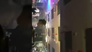 دومنيك حوراني ترقص مع احد الشباب في حفل في دبي