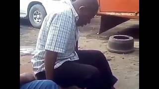 Chezea kujambishwa wewe,Ona Mzee wa watu anavyotaabika.