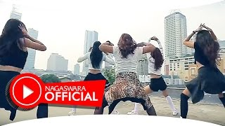 Devy Berlian - PHP ( Pemberi Harapan Palsu ) Remix Version - Official Music Video - NAGASWARA