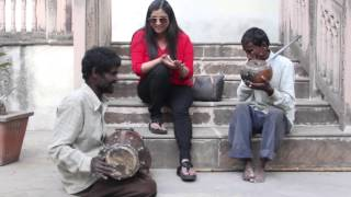 Richa Sharma - Travel Diaries (Jam with street musicians en route to Orcha in MP)