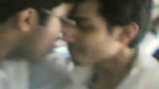 pak aimsmoazzam romance with Rizwaan.3gp