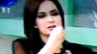 Dr. Fazeela Abbasi holding her left boob in Good Morning Pakistan Show ARY