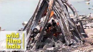 Burning dead body in Hindu funeral