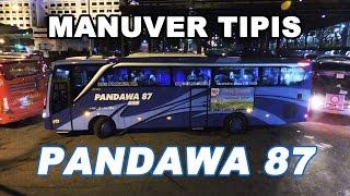 PERJUANGAN 3 Bus PANDAWA 87 saat Keluar dari Parkiran Abu Bakar Ali, Malioboro, Yogyakarta