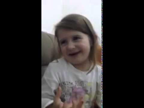 Vajza e vogel tu fol Per burr