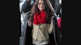 Selena Gomez in Disneyland Paris 2010