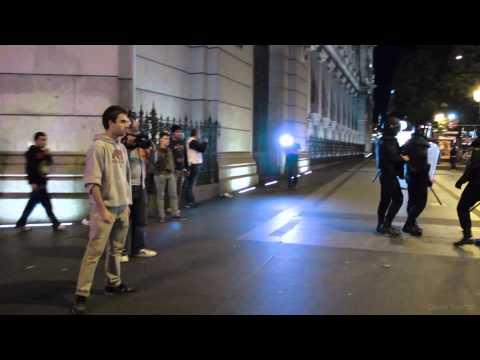 Manifestación 26S Exige al policía que le ha golpeado que se identifique y le vuelven a pegar