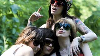 The Coathangers- Gettin' Mad and Pumpin' Iron