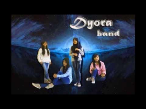 Lagu Hits Band Indie Dyora Band lagu menyentuh hati , Dyora Aku Sakit