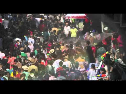 Worlds Largest WATER FIGHT Songkran 2012 Bangkok Thailand. WOOOOW