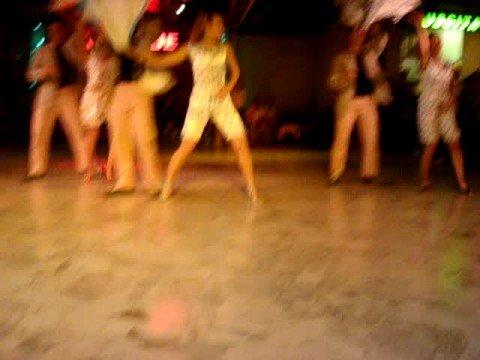 mujer spettacolo di salsa bachata coreografia Gianluca Ferri